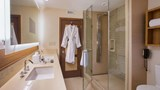 "The Villas of Grand Cypress Room. Images powered by <a href='http://web.iceportal.com'  target=""_blank"">Ice Portal</a>."
