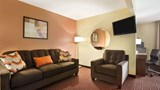 "Super 8 Alton Suite. Images powered by <a href='http://web.iceportal.com'  target=""_blank"">Ice Portal</a>."