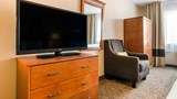 "Comfort Suites, Normal Room. Images powered by <a href='http://web.iceportal.com'  target=""_blank"">Ice Portal</a>."