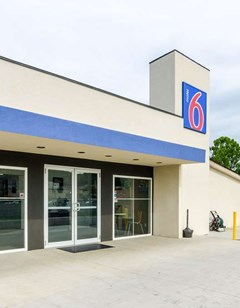 Motel 6 Troutville