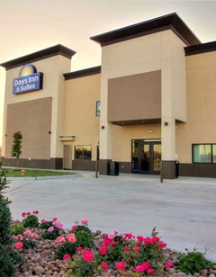 Days Inn & Suites Port Arthur