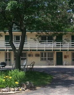 Delton Oaks Resort Motel