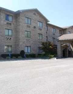 Brookshire Inn & Suites
