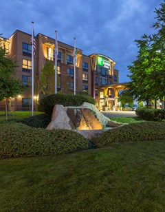 Holiday Inn Express Suites Riverport