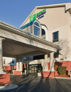 Holiday Inn Express & Suites Laurinburg