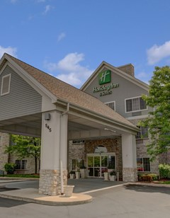 Holiday Inn & Suites Milwaukee Airport