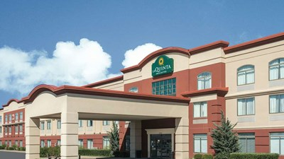 La Quinta Inn & Suites Airport-Riverport