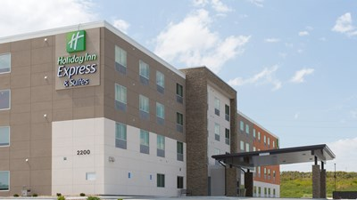 Holiday Inn Express & Sts North Lincoln