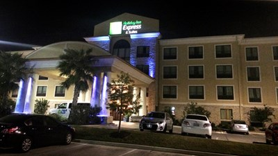 Holiday Inn Express & Suites San Antonio