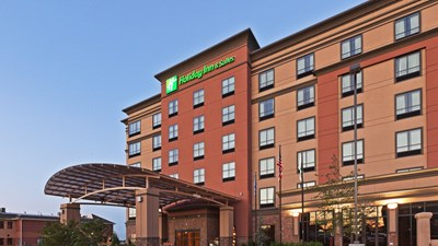 Holiday Inn & Suites Tulsa South