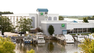 Grand Haven Waterfront Holiday Inn