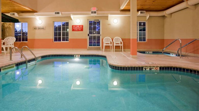 "GrandStay Residential Suites Pool. Images powered by <a href='http://web.iceportal.com'  target=""_blank"">Ice Portal</a>."