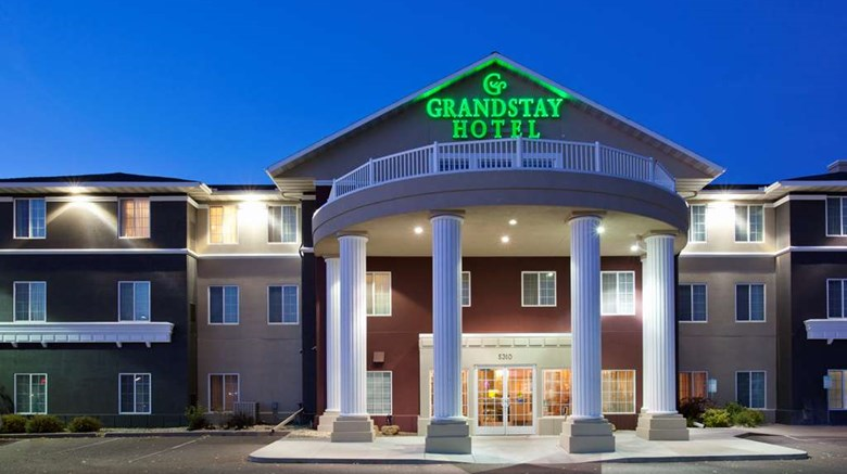 "GrandStay Residential Suites Exterior. Images powered by <a href='http://web.iceportal.com'  target=""_blank"">Ice Portal</a>."