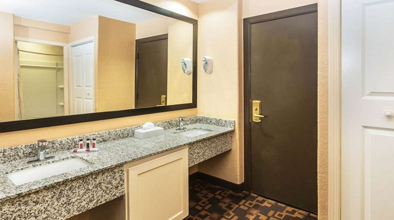 "Days Inn & Suites Room. Images powered by <a href='http://web.iceportal.com'  target=""_blank"">Ice Portal</a>."