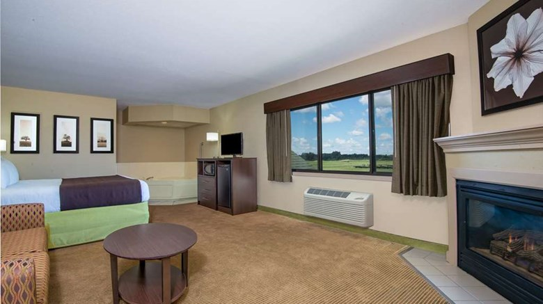 "AmericInn by Wyndham Okoboji Suite. Images powered by <a href='http://web.iceportal.com'  target=""_blank"">Ice Portal</a>."