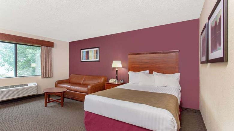 "AmericInn by Wyndham New London Room. Images powered by <a href='http://web.iceportal.com'  target=""_blank"">Ice Portal</a>."
