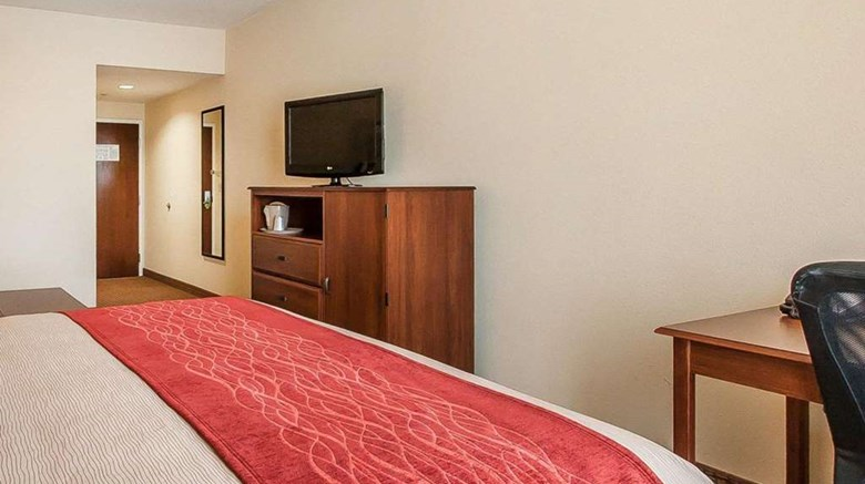 "Comfort Inn & Suites Atoka Suite. Images powered by <a href='http://web.iceportal.com'  target=""_blank"">Ice Portal</a>."