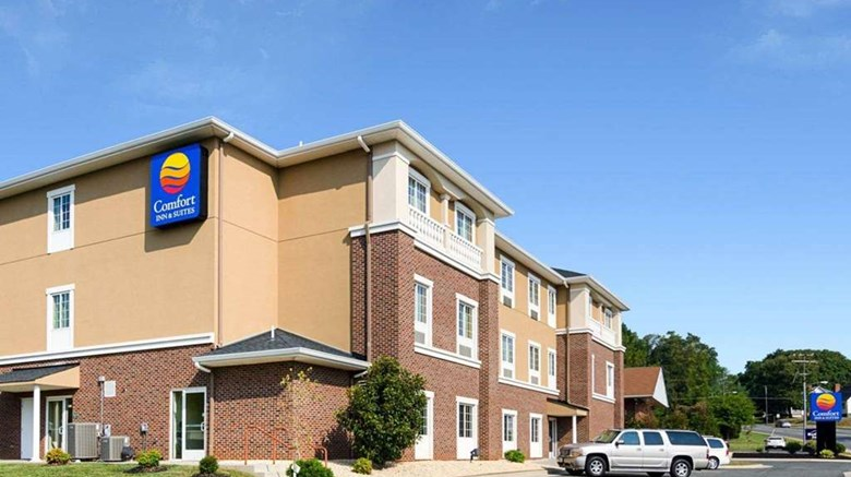 "Comfort Inn & Suites Exterior. Images powered by <a href='http://web.iceportal.com'  target=""_blank"">Ice Portal</a>."