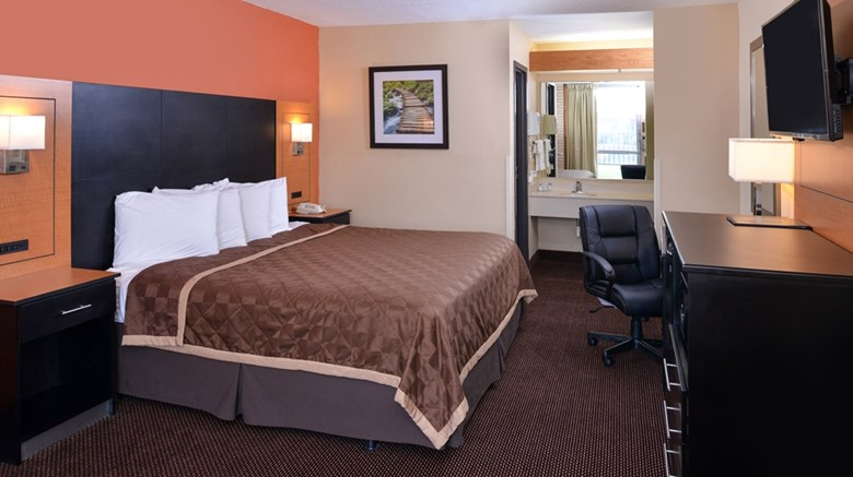 "Americas Best Value Inn Collinsville Room. Images powered by <a href=&#39;http://web.iceportal.com&#39;  target=""_blank"">Ice Portal</a>."