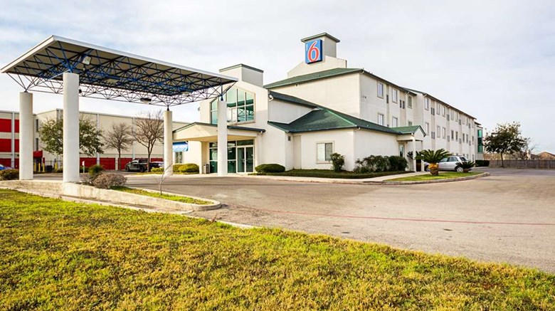"Motel 6 San Antonio Sea World Exterior. Images powered by <a href=&#39;http://web.iceportal.com&#39;  target=""_blank"">Ice Portal</a>."