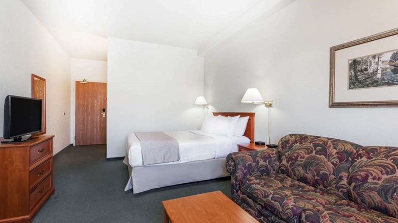"Super 8 Dauphin Suite. Images powered by <a href='http://web.iceportal.com'  target=""_blank"">Ice Portal</a>."