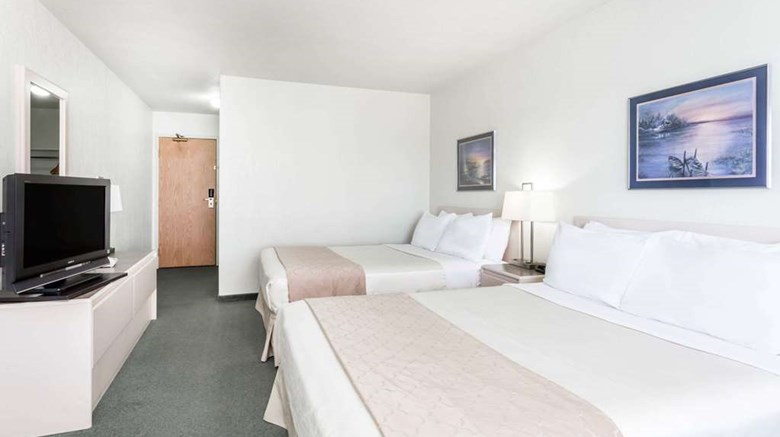 "Super 8 Dauphin Room. Images powered by <a href='http://web.iceportal.com'  target=""_blank"">Ice Portal</a>."