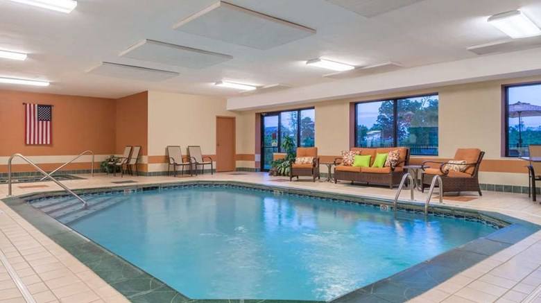 "Ramada Limited Catlettsburg/Ashland Pool. Images powered by <a href='http://web.iceportal.com'  target=""_blank"">Ice Portal</a>."