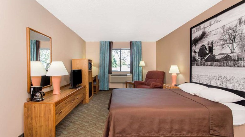 "Super 8 Dodgeville Room. Images powered by <a href='http://web.iceportal.com'  target=""_blank"">Ice Portal</a>."