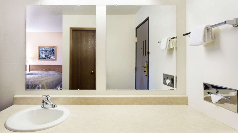 "Super 8 Hot Springs Room. Images powered by <a href='http://web.iceportal.com'  target=""_blank"">Ice Portal</a>."