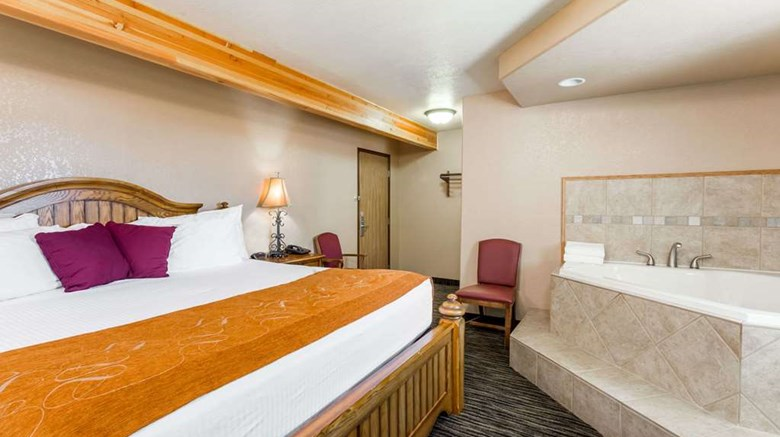 "Super 8 Lewistown Suite. Images powered by <a href='http://web.iceportal.com'  target=""_blank"">Ice Portal</a>."