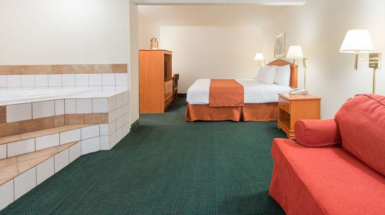 "Days Inn St. Louis North Suite. Images powered by <a href='http://web.iceportal.com'  target=""_blank"">Ice Portal</a>."