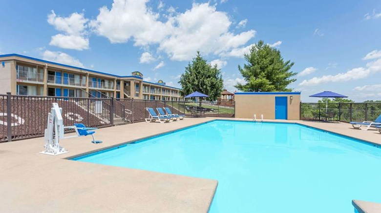 "Days Inn Staunton/ Mint Springs Pool. Images powered by <a href='http://web.iceportal.com'  target=""_blank"">Ice Portal</a>."