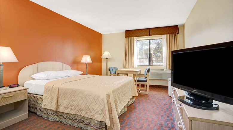 "Days Inn Woodland Room. Images powered by <a href='http://web.iceportal.com'  target=""_blank"">Ice Portal</a>."