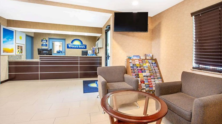 "Days Inn Woodland Lobby. Images powered by <a href='http://web.iceportal.com'  target=""_blank"">Ice Portal</a>."