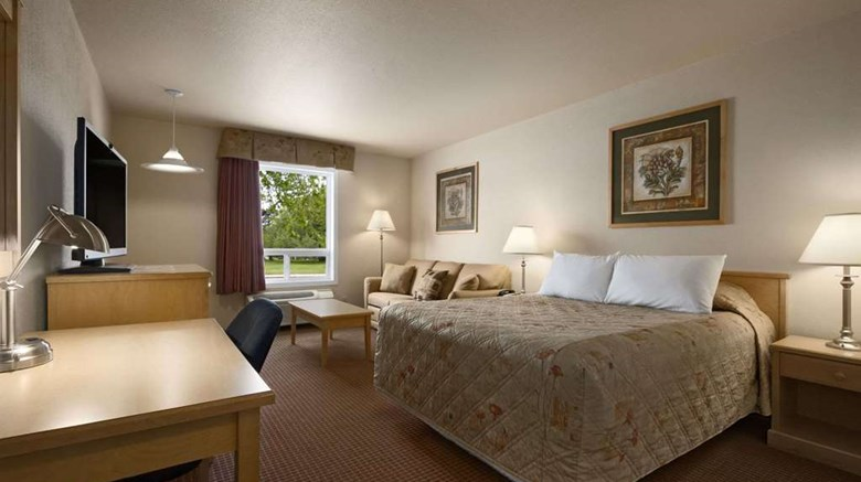 "Super 8 Dawson Creek Suite. Images powered by <a href='http://web.iceportal.com'  target=""_blank"">Ice Portal</a>."