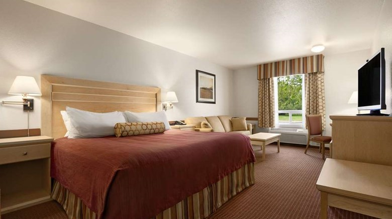 "Super 8 Dawson Creek Room. Images powered by <a href='http://web.iceportal.com'  target=""_blank"">Ice Portal</a>."