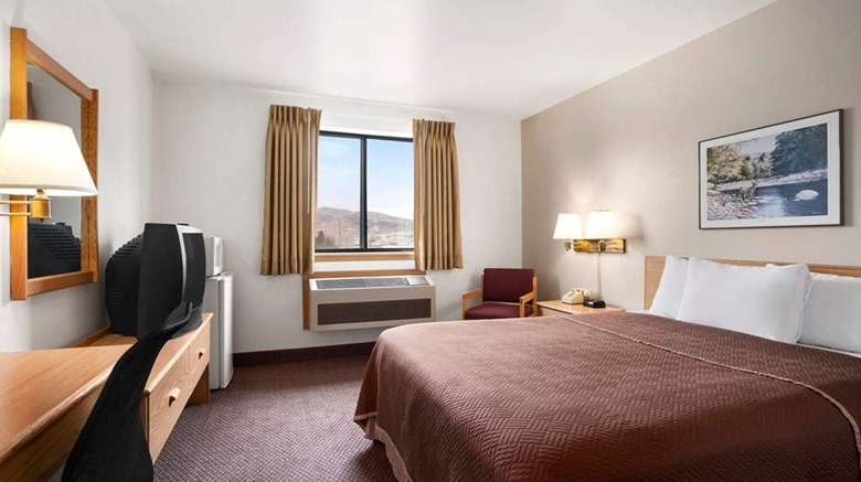 "Travelodge Elko Room. Images powered by <a href='http://web.iceportal.com'  target=""_blank"">Ice Portal</a>."