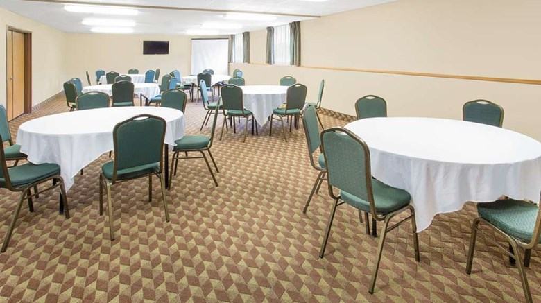 "Super 8 Darlington Meeting. Images powered by <a href='http://web.iceportal.com'  target=""_blank"">Ice Portal</a>."