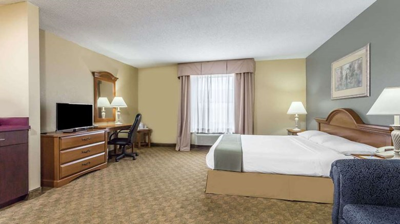 "Days Inn Selma Suite. Images powered by <a href='http://web.iceportal.com'  target=""_blank"">Ice Portal</a>."