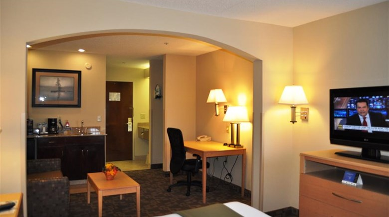 "SureStay Plus Hotel By BW Roanoke Rapids Suite. Images powered by <a href='http://web.iceportal.com'  target=""_blank"">Ice Portal</a>."