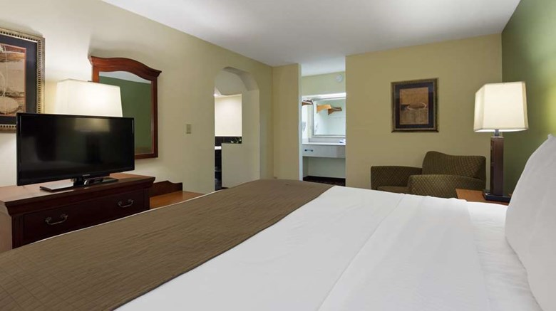 "Best Western Of Walterboro Suite. Images powered by <a href='http://web.iceportal.com'  target=""_blank"">Ice Portal</a>."