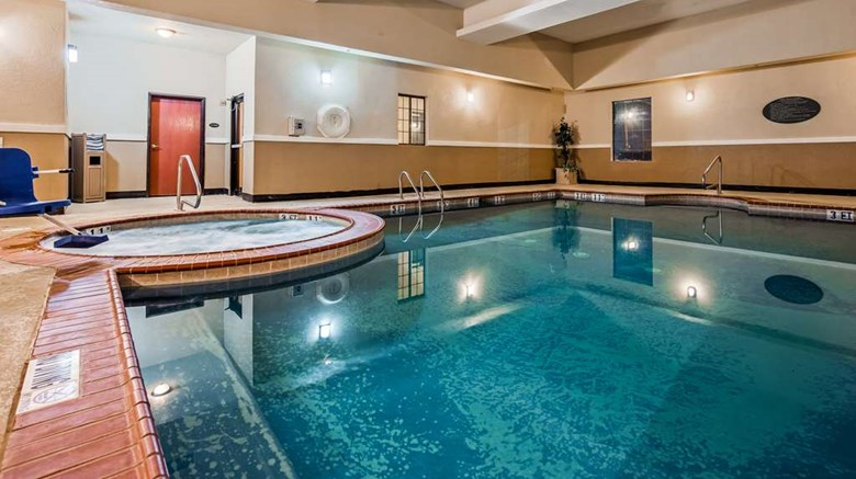 "Best Western Executive Inn Pool. Images powered by <a href='http://web.iceportal.com'  target=""_blank"">Ice Portal</a>."