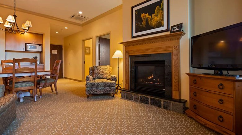 "Best Western Plus Waterbury - Stowe Suite. Images powered by <a href='http://web.iceportal.com'  target=""_blank"">Ice Portal</a>."