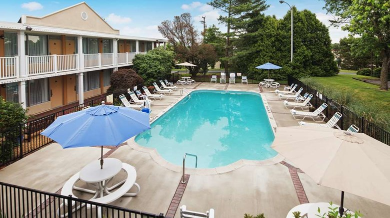 "Best Western Fredericksburg Pool. Images powered by <a href='http://web.iceportal.com'  target=""_blank"">Ice Portal</a>."