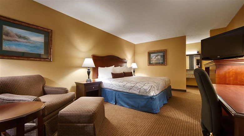 "Best Western Fredericksburg Room. Images powered by <a href='http://web.iceportal.com'  target=""_blank"">Ice Portal</a>."