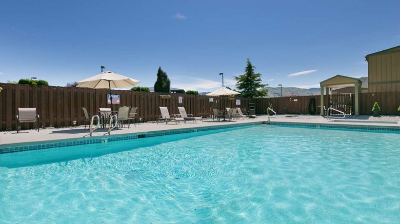 "Best Western Chieftain Inn Pool. Images powered by <a href='http://web.iceportal.com'  target=""_blank"">Ice Portal</a>."