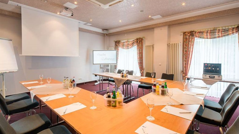 "Best Western Hotel Helmstedt Meeting. Images powered by <a href='http://web.iceportal.com'  target=""_blank"">Ice Portal</a>."