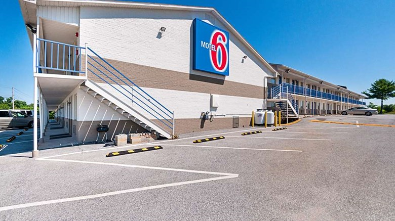 "Motel 6 Charles Town Exterior. Images powered by <a href='http://web.iceportal.com'  target=""_blank"">Ice Portal</a>."