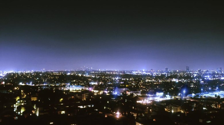 "The London West Hollywood Suite. Images powered by <a href='http://web.iceportal.com'  target=""_blank"">Ice Portal</a>."