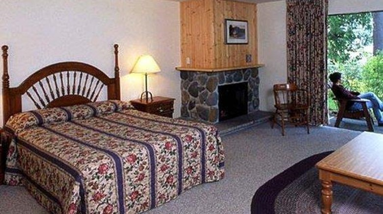 "Lake Quinault Lodge Room. Images powered by <a href='http://web.iceportal.com'  target=""_blank"">Ice Portal</a>."